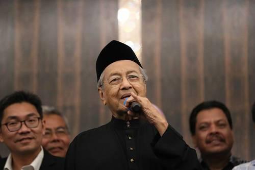 2018年5月10日,在马来西亚必打灵查亚,马哈蒂尔宣誓就任总理后出席新闻发布会。