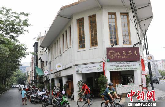 中国侨网在印尼首都雅加达北区班芝兰(Pantjoran)唐人街入口处的三角地带有一家华人茶舍。 林永传 摄