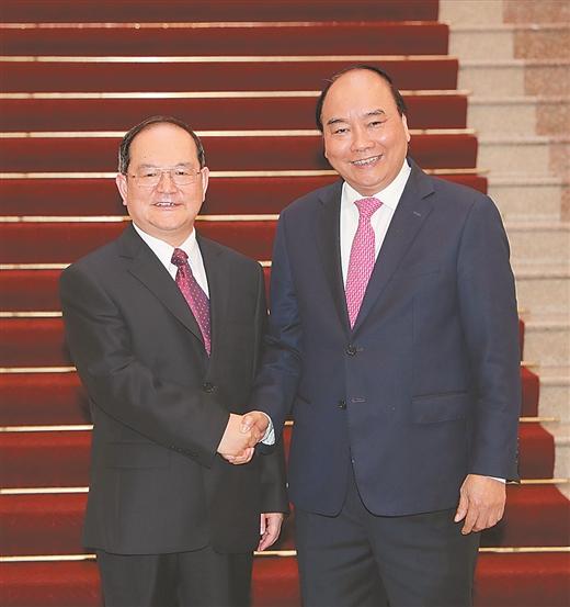 【头条】鹿心社在河内拜会越南总理阮春福