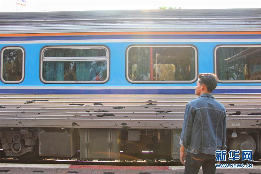 """(国际·""""一带一路""""高峰论坛·图文互动)(1)通讯:泰国青年阿努帕的火车司机梦"""