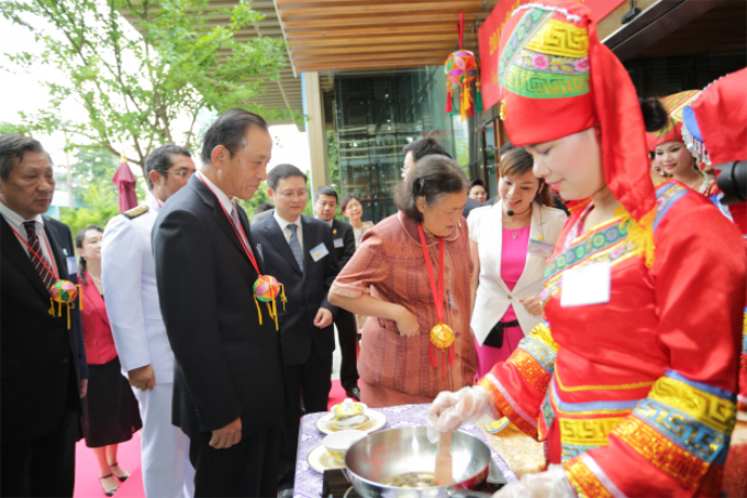 说明: 2013泰国中国广西文化年美丽广西展演交流活动在泰国曼谷举行