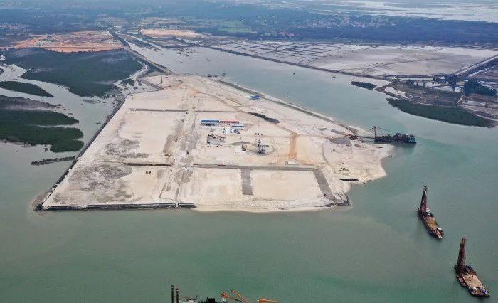 说明: 建设中的铁山港东岸码头