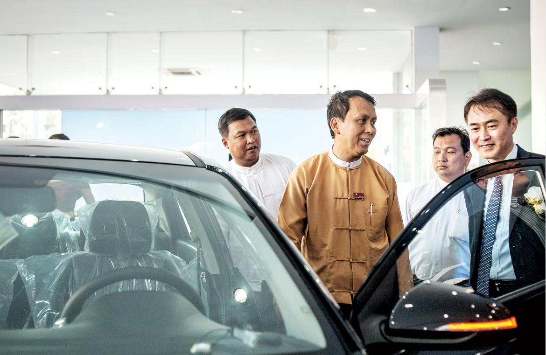 说明: A Hyundai showroom in Myanmar South Korean automakers aim to chip away at Japanese rivals