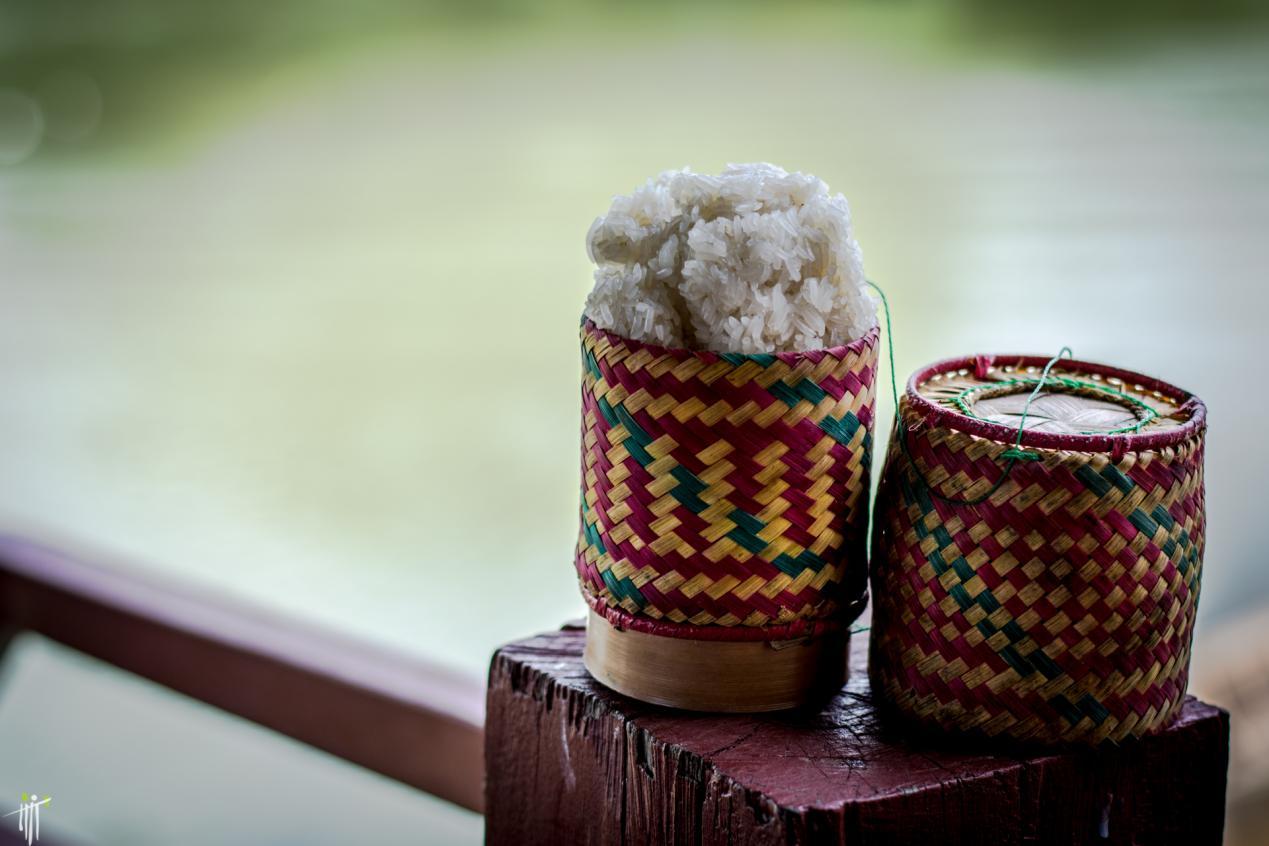 说明: 老挝普通人的日常食物除了糯米饭,还是糯米饭 摄影Sasha Popovic