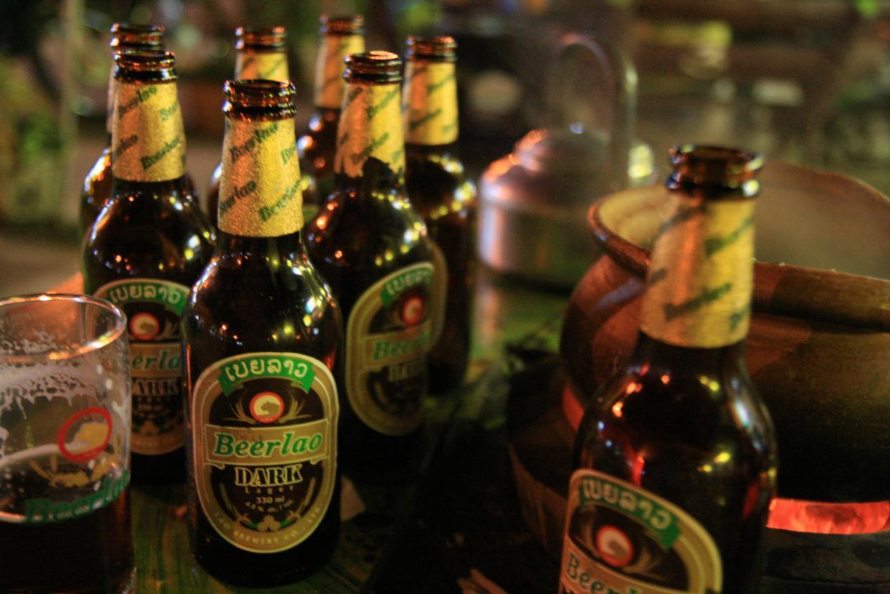 说明: 曾被美国《时代周刊》评选为亚洲最好啤酒的Beer Lao ,是完美的火锅伴侣 摄影robin
