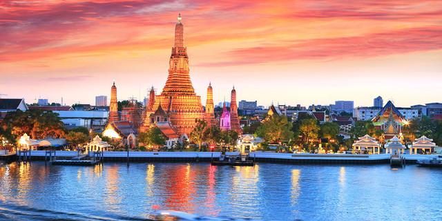 说明: 一直以来,泰国都是世界闻名的旅游胜地,图为泰国著名景点——大皇宫
