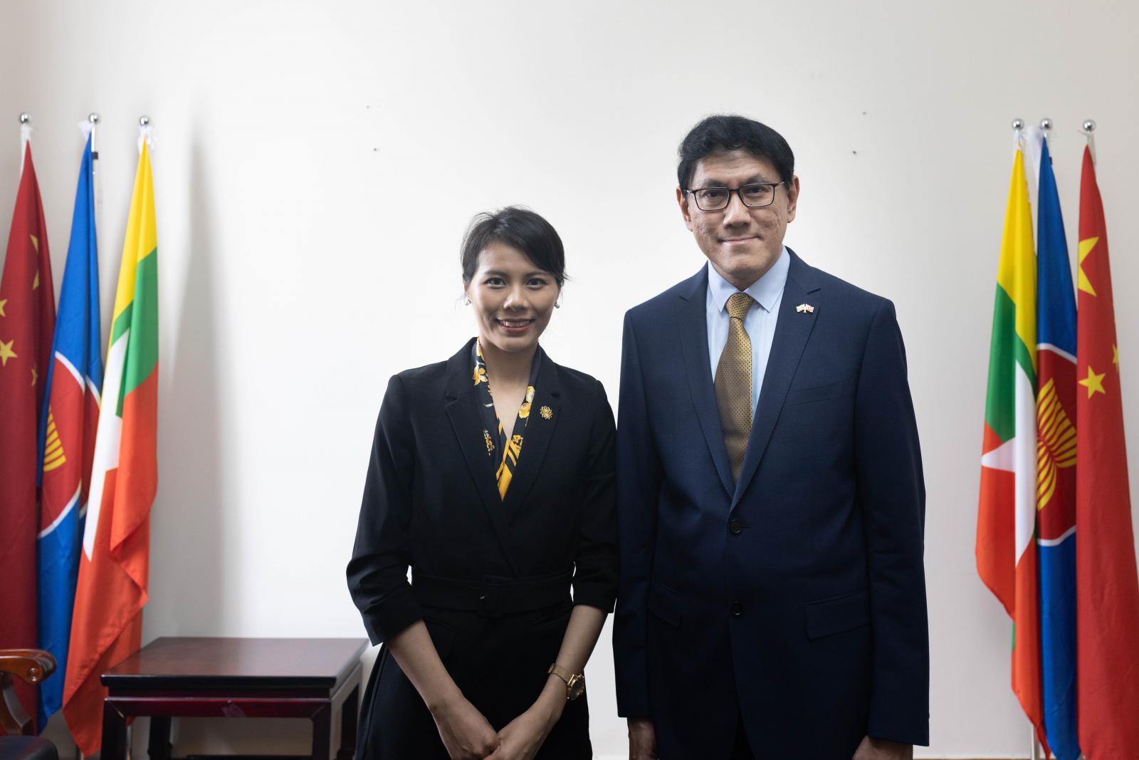 缅甸联邦共和国驻华大使苗丹佩接受东博社记者采访(摄影 陈宇)